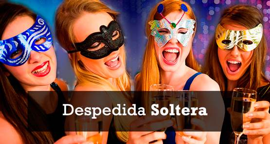 chicas en despedida con antifaz