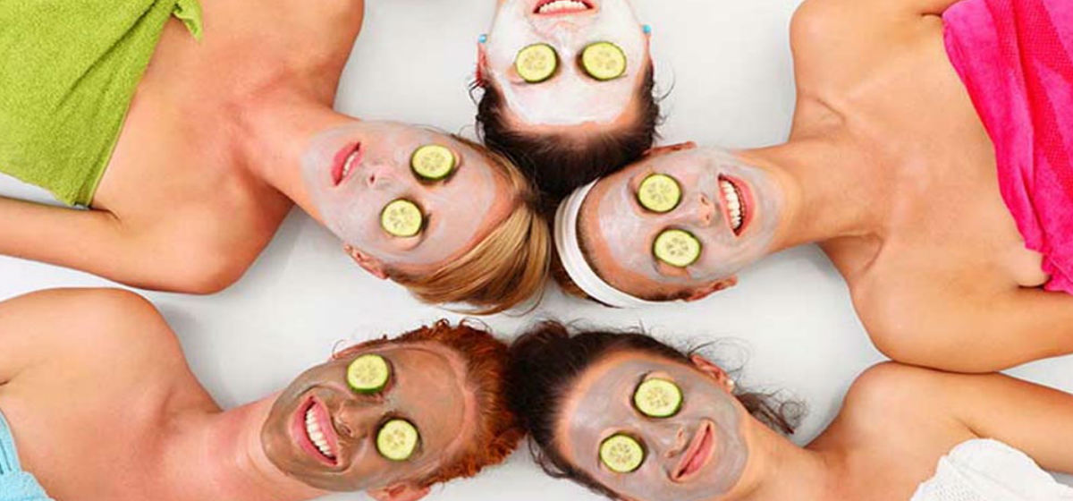 Chicas con una mascarilla en un Spa en Madrid